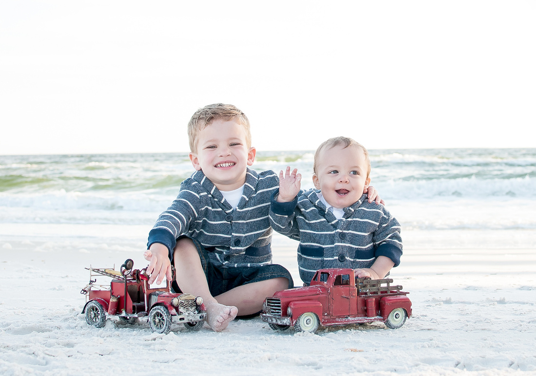 children_on_the_beach