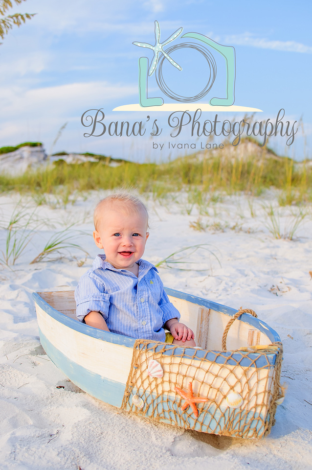 baby_in_the_boat_beach