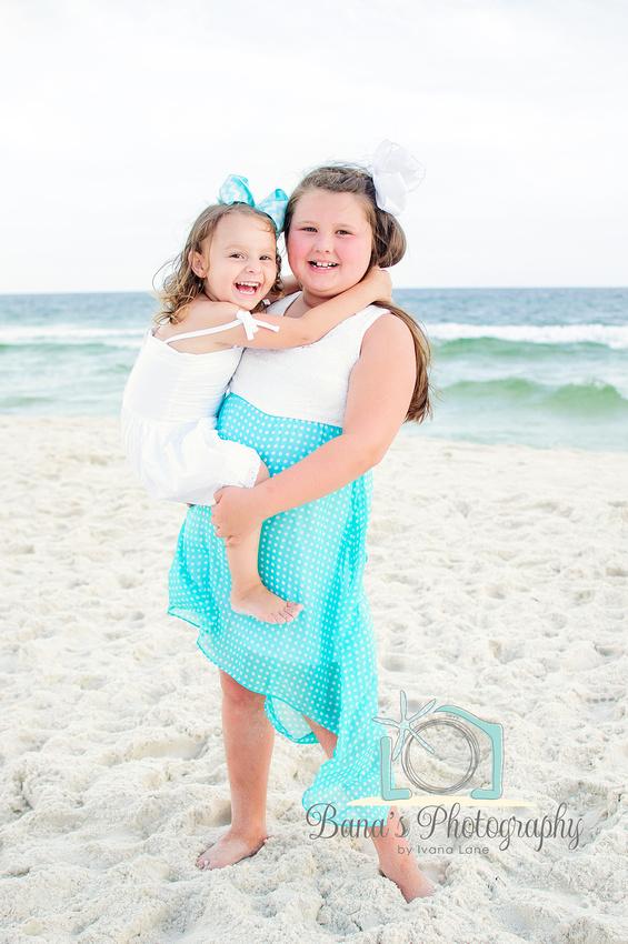 girls_on_the_beach